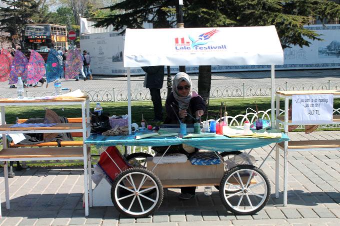 Lale Festivali'nde Ebru Standı